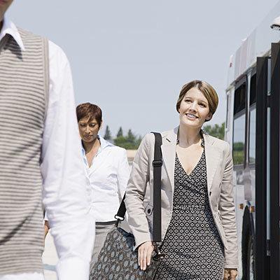 woman-walk-bus