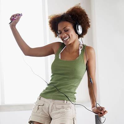 woman-dancing-sofa